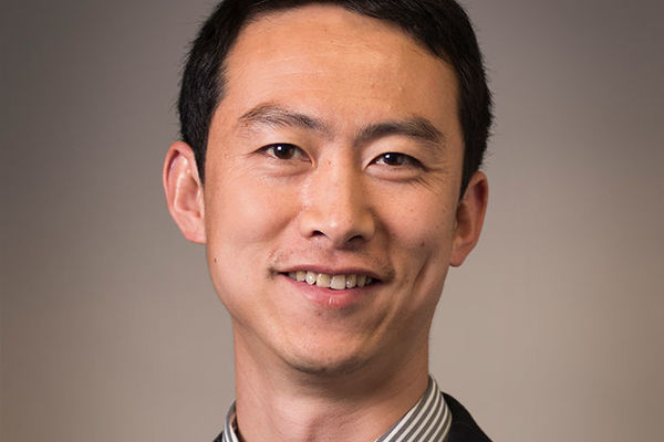 "Zhang named among ""rising stars"" in materials chemistry research for energy and sustainability"